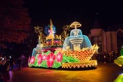 СЕУЛ, КОРЕЯ - 21,2014 -ГО ДЕКАБРЬ: Красивый парад на ноче Стоковая Фотография