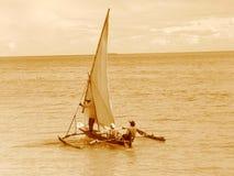 单桅三角帆船老航行样式 免版税库存照片