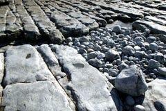 岩石1个的海滩 免版税库存图片