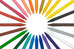 24只圈子颜色蜡笔 库存例证