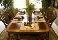 2477 som äter middag Arkivbild