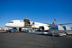 24apf 757航空器波音货物上升 免版税库存照片