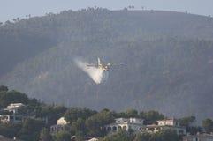 25ème de l'août 2011. sapeurs-pompiers au-dessus de Majorca photo stock