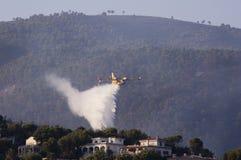 25ème de l'août 2011. sapeurs-pompiers au-dessus de Majorca photographie stock libre de droits