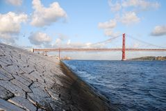 25. April-Brücke in Lissabon Lizenzfreies Stockfoto