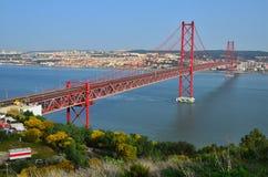 25 de Abril Bridge en Lisboa, Portugal Imagen de archivo libre de regalías