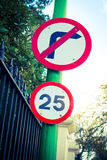 25 mph drogowy znak Fotografia Royalty Free