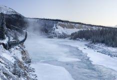25c kan inte frysa floden Arkivbilder