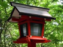 木的日本灯笼 免版税库存照片