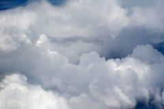 27朵云彩飞行视图 免版税库存照片