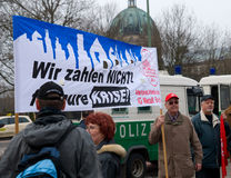 28 2009 berlin demonstrationsgermany marsch Arkivfoto