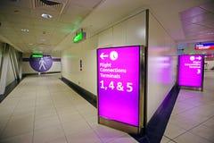 28 Czerwiec 2012 - Wnętrze Heathrow Lotnisko Obrazy Stock