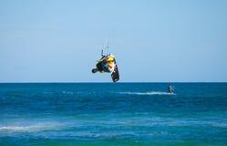 28 Kwiecień corralejo kitesurfer Spain Obrazy Royalty Free