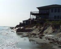 海滩前房子 库存照片