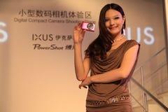 29 de mayo de 2011, la demostración de los modelos de la expo de Canon Imagenes de archivo