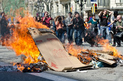 29M - Barcelona burning. Spanish unions call for nation wide general strike against the new conservative Government´s labour reforms. One of the multiple fires Stock Photo