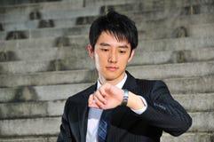 3个亚洲人执行委员等待的年轻人 免版税图库摄影