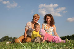 3个儿童母亲 图库摄影