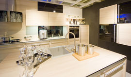3个厨房现代新的缩放比例 免版税库存照片