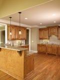 3个家蜂蜜厨房豪华设计 库存图片