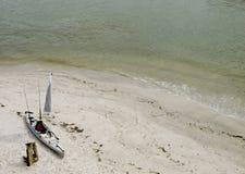 3个海滩捕鱼皮船o 免版税图库摄影