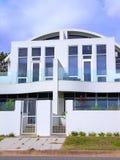 3个海滩henley房子白色 免版税库存图片