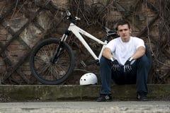 3个自行车男性车手都市年轻人 免版税库存照片