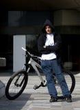 3个自行车男性车手都市年轻人 库存图片