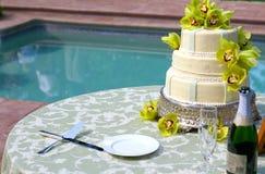 3个蛋糕有排列的婚礼 免版税库存图片