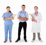 3医疗人员纵向在工作室 免版税库存照片