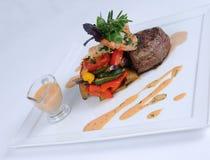 3只用餐的细致的膳食牌照虾牛排 免版税图库摄影