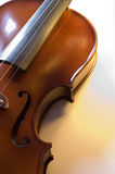 3台小提琴的接近的仪器音乐会 免版税库存照片