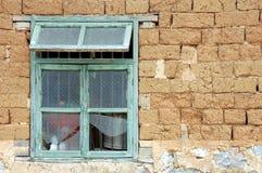 3块砖瓷被找到的泥墙壁 免版税库存照片