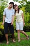 3对夫妇爱公园走 免版税库存照片