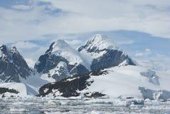 3座南极山 免版税库存图片