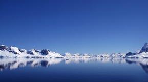 3座南极洲冰山 免版税库存照片