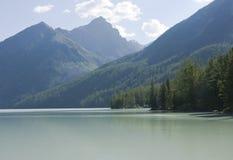 3座altai kucherlinskoe湖山 库存图片