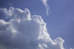 3朵云彩 免版税库存图片