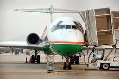 3架喷气机使飞机降落 免版税库存图片