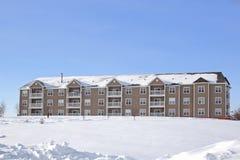 3栋公寓冬天 库存图片