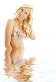 3比基尼泳装白肤金发的水 库存照片