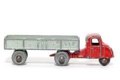 3辆汽车马机械老玩具拖车 免版税库存图片