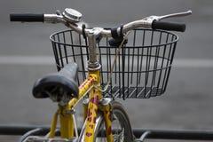 3辆自行车重点批次塑造丝毫黄色 库存图片