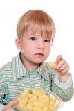 3 éénjarigenjong geitje dat cornflakes eet Stock Foto