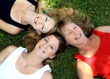 3 ευτυχείς αδελφές τρει& Στοκ εικόνα με δικαίωμα ελεύθερης χρήσης