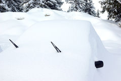 3 καλυμμένο αυτοκίνητο χιόνι Στοκ εικόνα με δικαίωμα ελεύθερης χρήσης