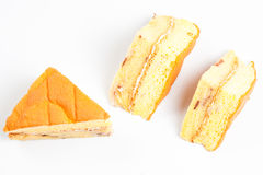 3 κομμάτι του κίτρινου κέικ σε μια άσπρη ανασκόπηση Στοκ Εικόνες