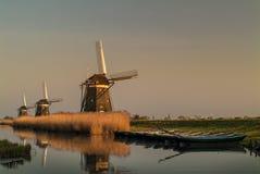 3 голландских исторических ветрянки в рядке Стоковое Изображение