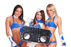 3 девушки партии с регулятором dj Стоковая Фотография