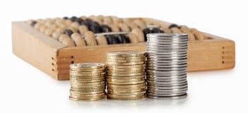 3 колонки монеток с счетами Стоковое Изображение RF